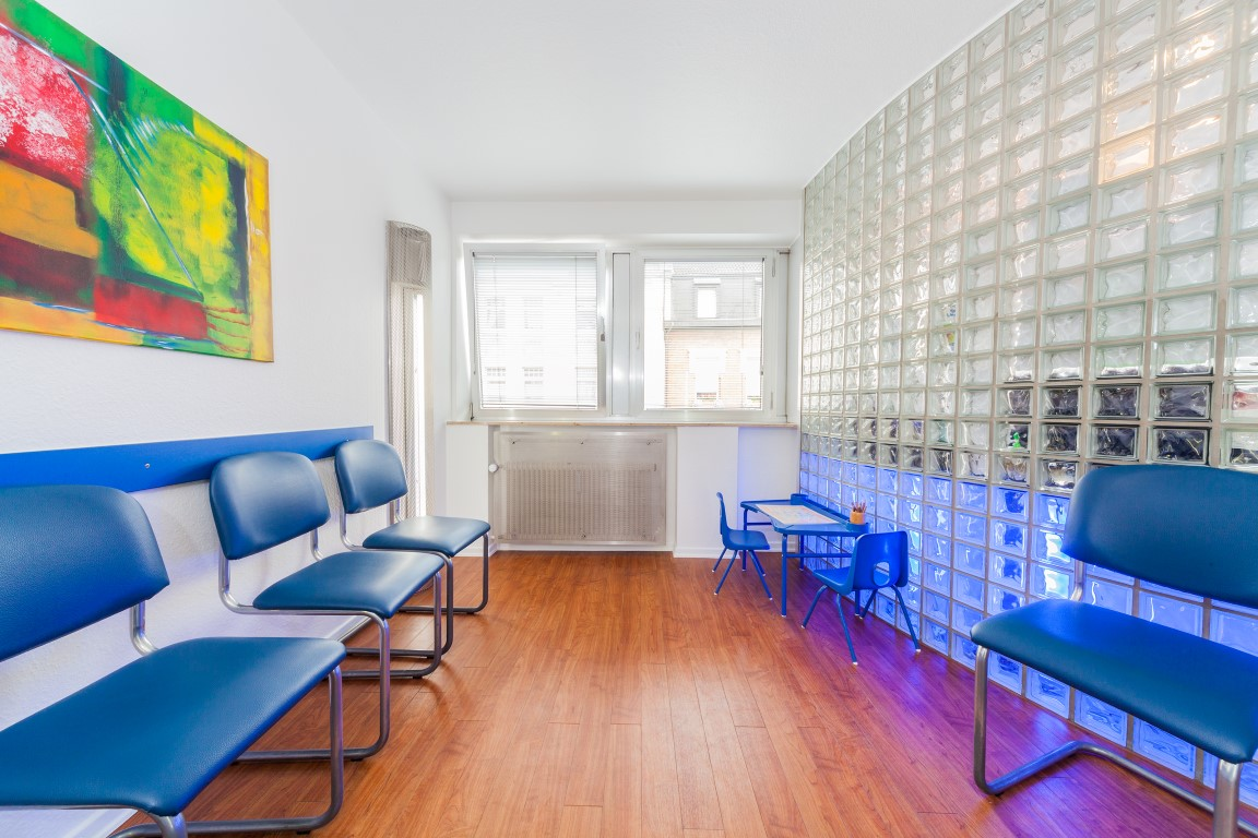 Wartebereich Zahnarzt Dr. Anschütz Köln Porz